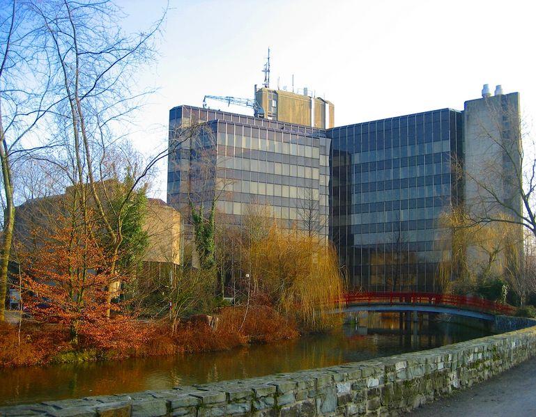 Datei:Rathaus rück ShiftN Kopie.jpg